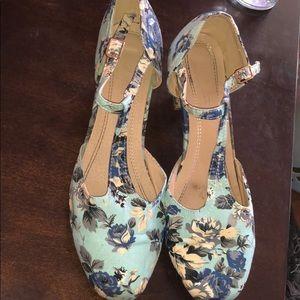 ModCloth Blue floral pumps heels 11